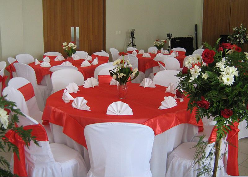 Blancos bello hogar manteles blancos y cortinas en guatemala - Faldones para sillas ...